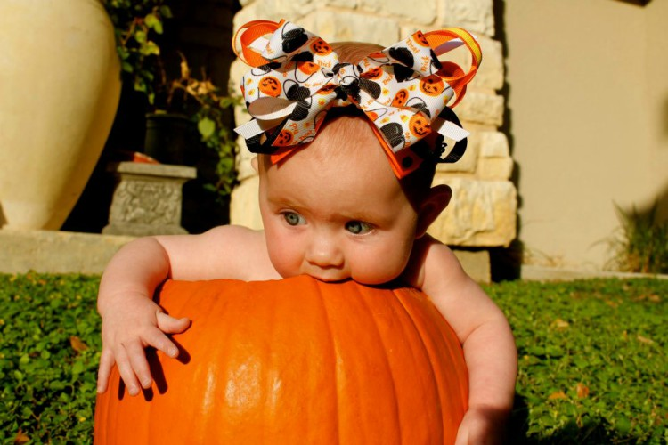 Tips on photographing your baby in a pumpkin
