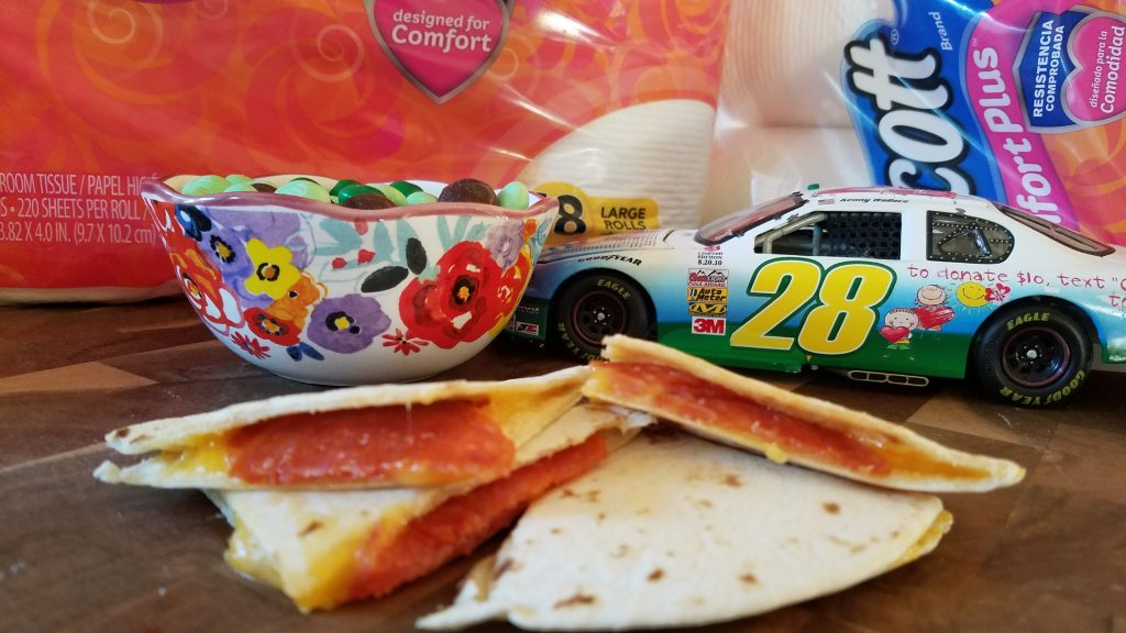 I love to throw parties. Here are some simple tips on throwing a Nascar watch party for friends and family.