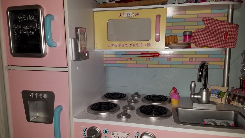 5 Things Your Child Will Need for Their Toy Kitchen - House of Fauci's